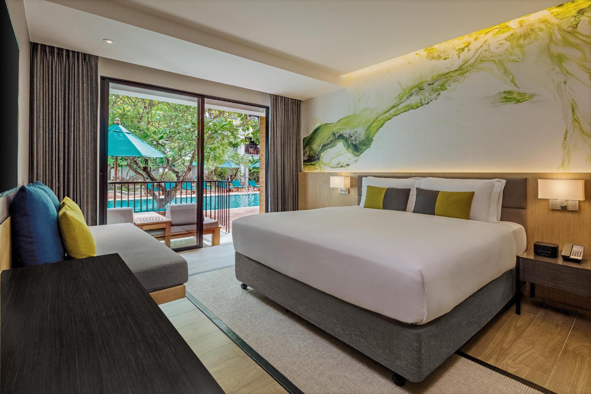 King Premium Room Poolside