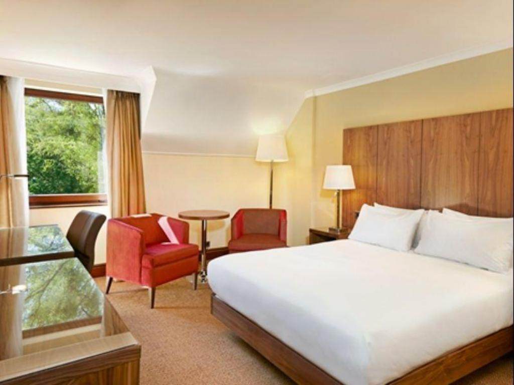 King Junior Suite - Guestroom Doubletree by Hilton Southampton