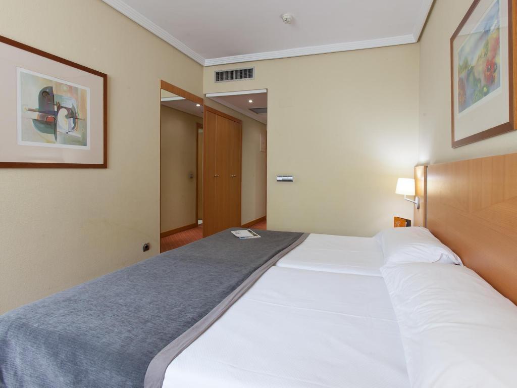 silken luis de leon hotel in spain room deals photos. Black Bedroom Furniture Sets. Home Design Ideas