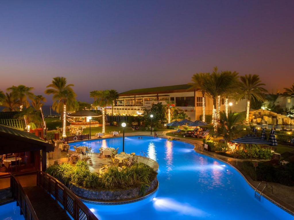 Swimming pool Dubai Marine Beach Resort & Spa
