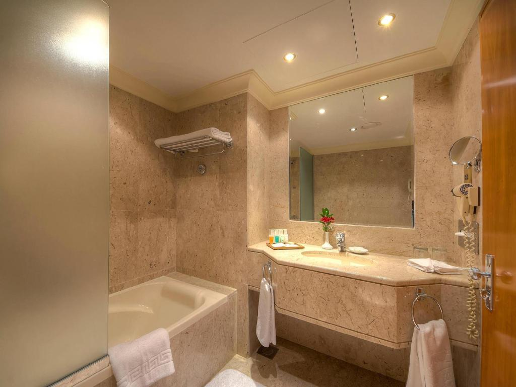 Bathroom Dubai Marine Beach Resort & Spa