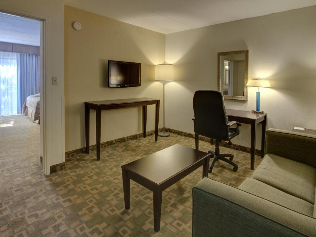 King Suite - Non-Smoking Clarion Inn & Suites International Drive A Rosen Hotel