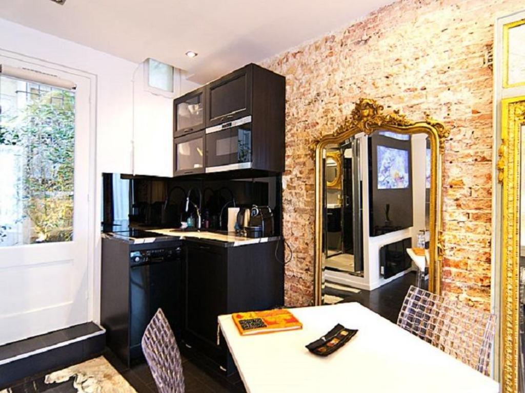 Vista interior Studio Paris Apartment - Jobs
