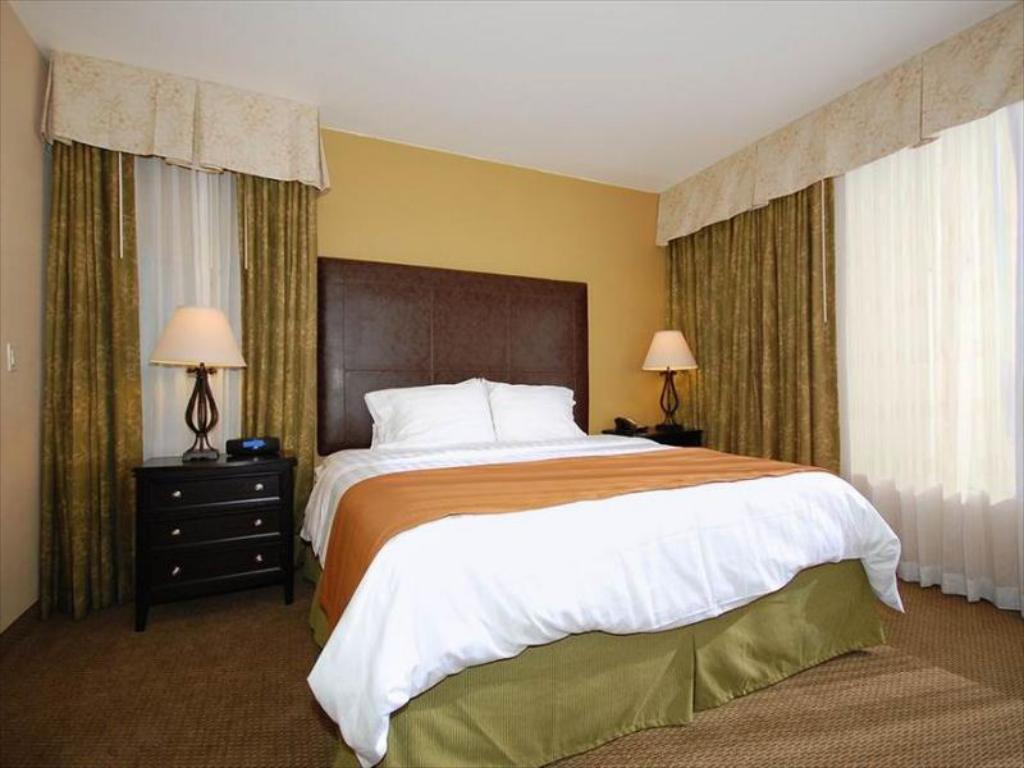 Standard - Cama Best Western PLUS Meridian Inn Suites Anaheim Orange