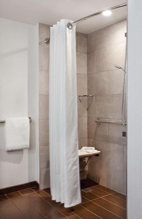 1 King Accessible with Roll in Shower Hilton Miami Downtown Hotel