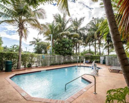 Swimming pool [outdoor] Sleep Inn & Suites Ft. Lauderdale International Airport