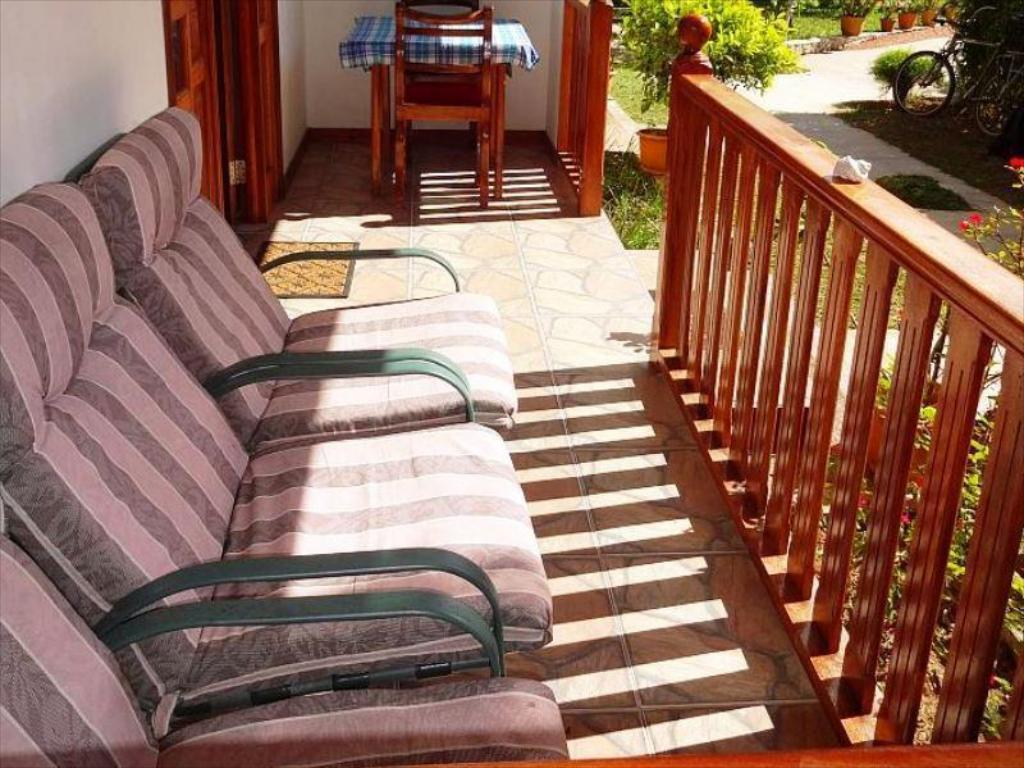 balkon/terasa Chloes Cottage Self Catering