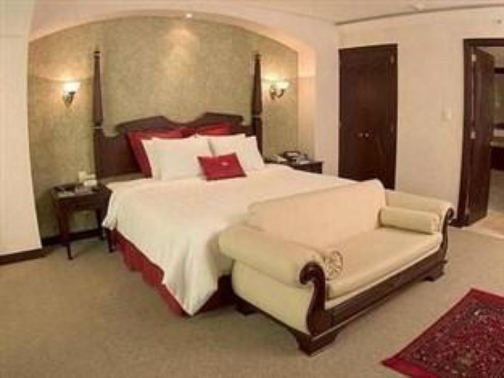 1 King Bed Executive Jr Suite Non-Smoking - Cama Crowne Plaza Hotel De Mexico