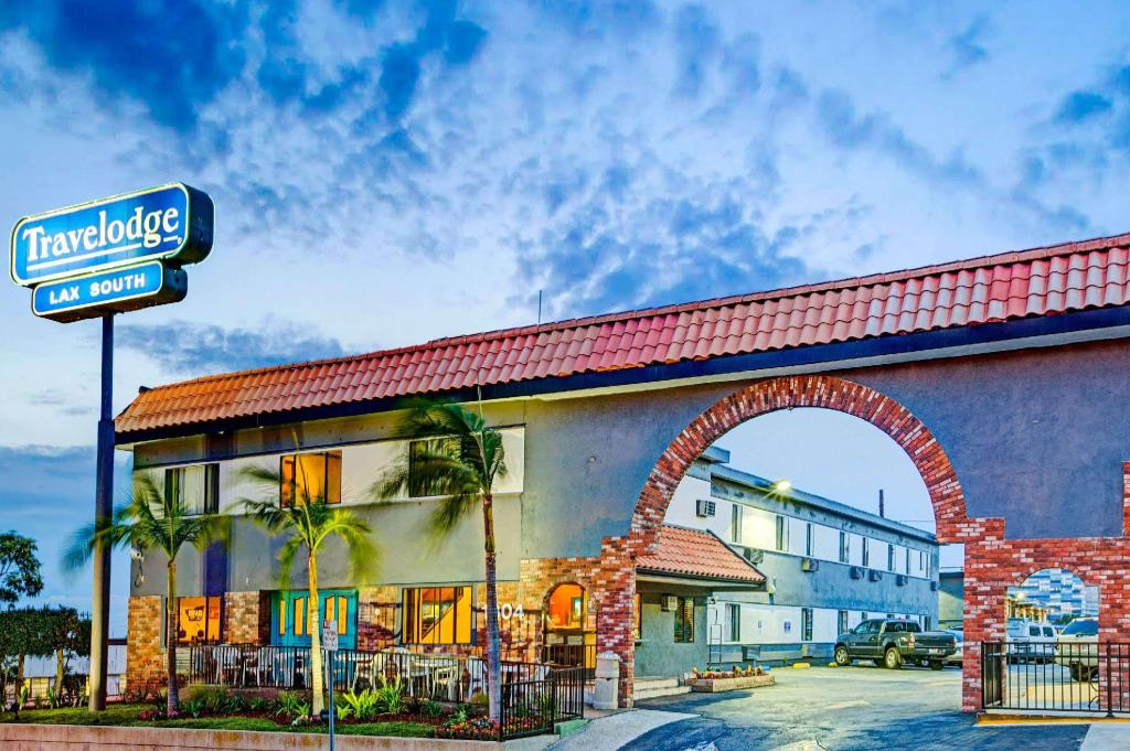 Book Travelodge By Wyndham Lax South Los Angeles Ca