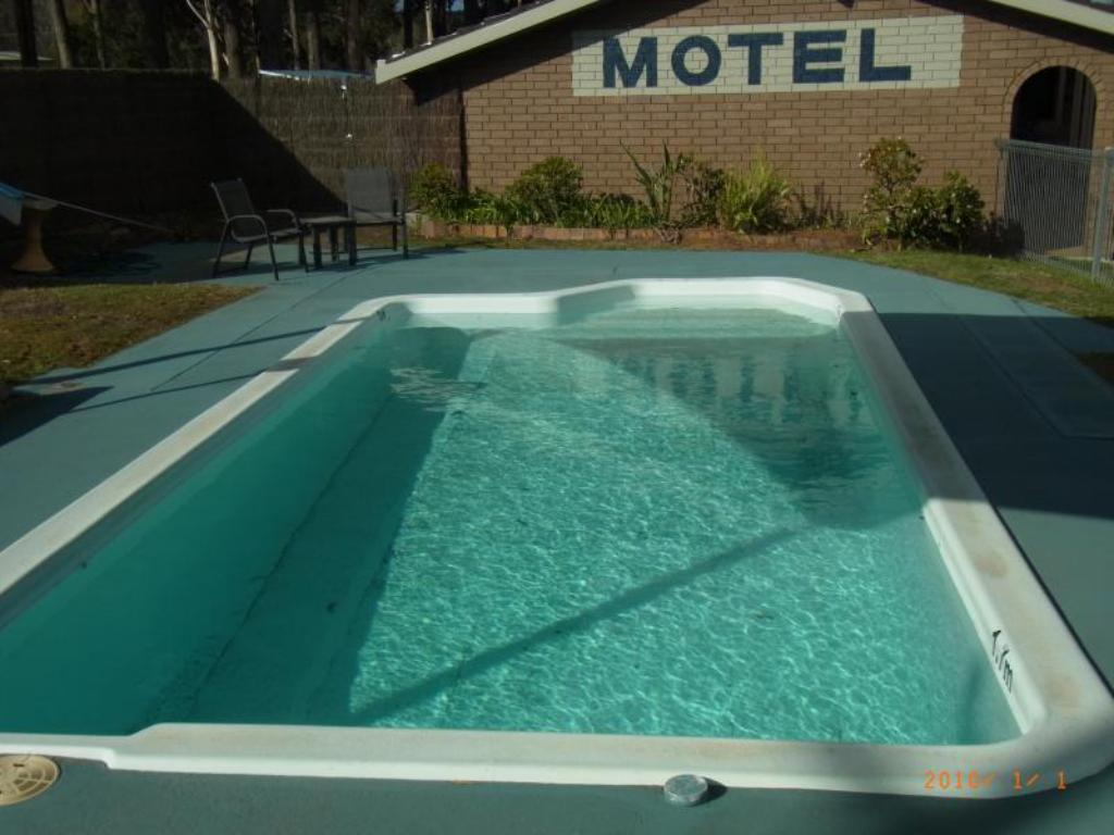 Swimming pool Eden Golf View Motel