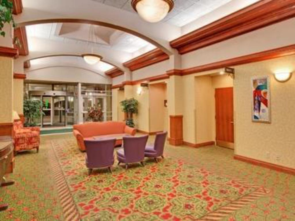Лобби Holiday Inn Sioux Falls-City Center