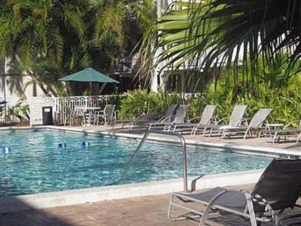 Swimming pool Sawgrass Inn & Conference Center