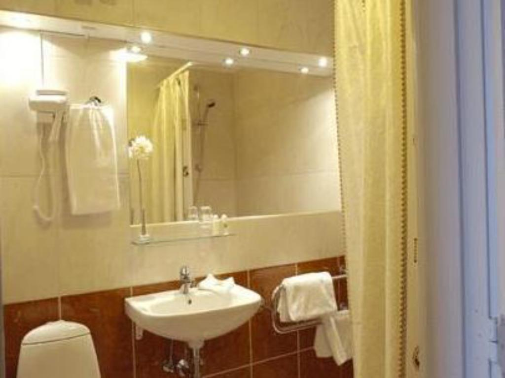 Bathroom Hotel Plaza