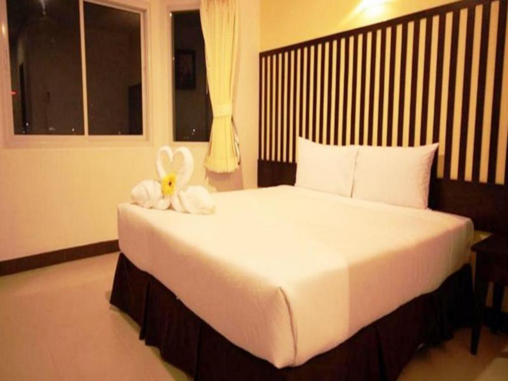 Superior Double Room - Bed J.A. Villa Pattaya Hotel