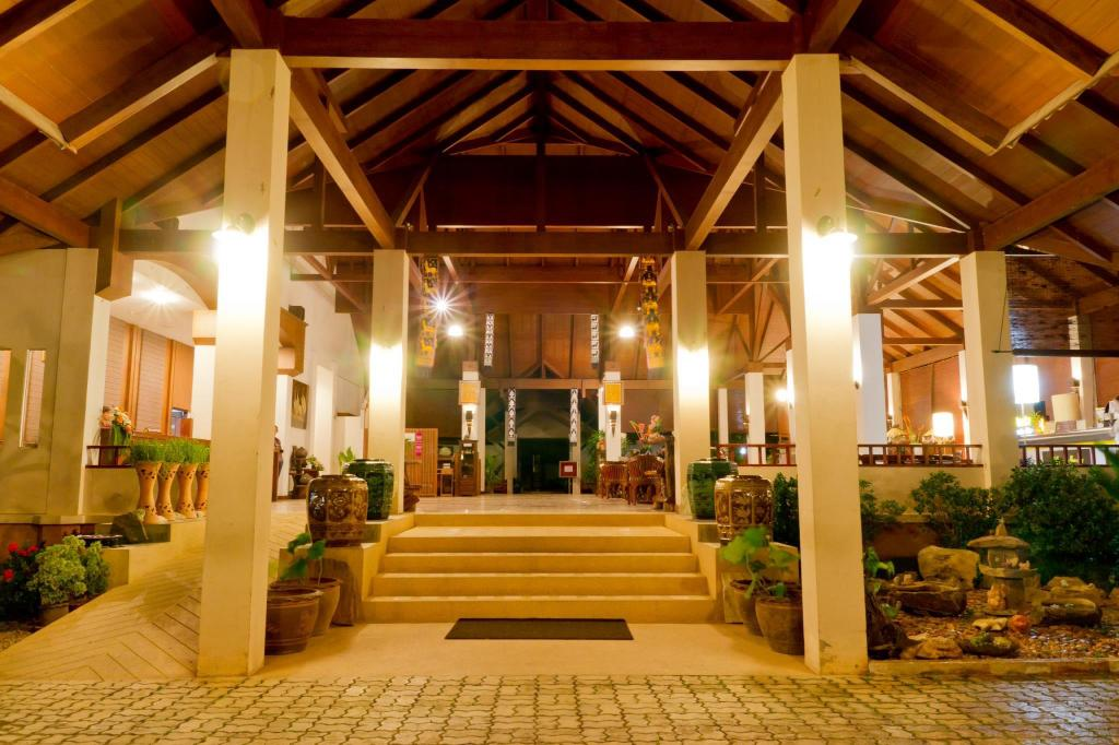 Лобби Teak Garden Spa Resort