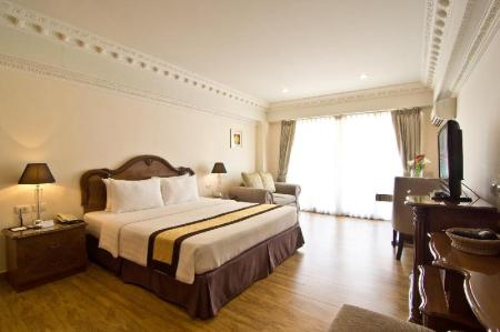 Standard Hot Deal - Bed LK Royal Suite Hotel