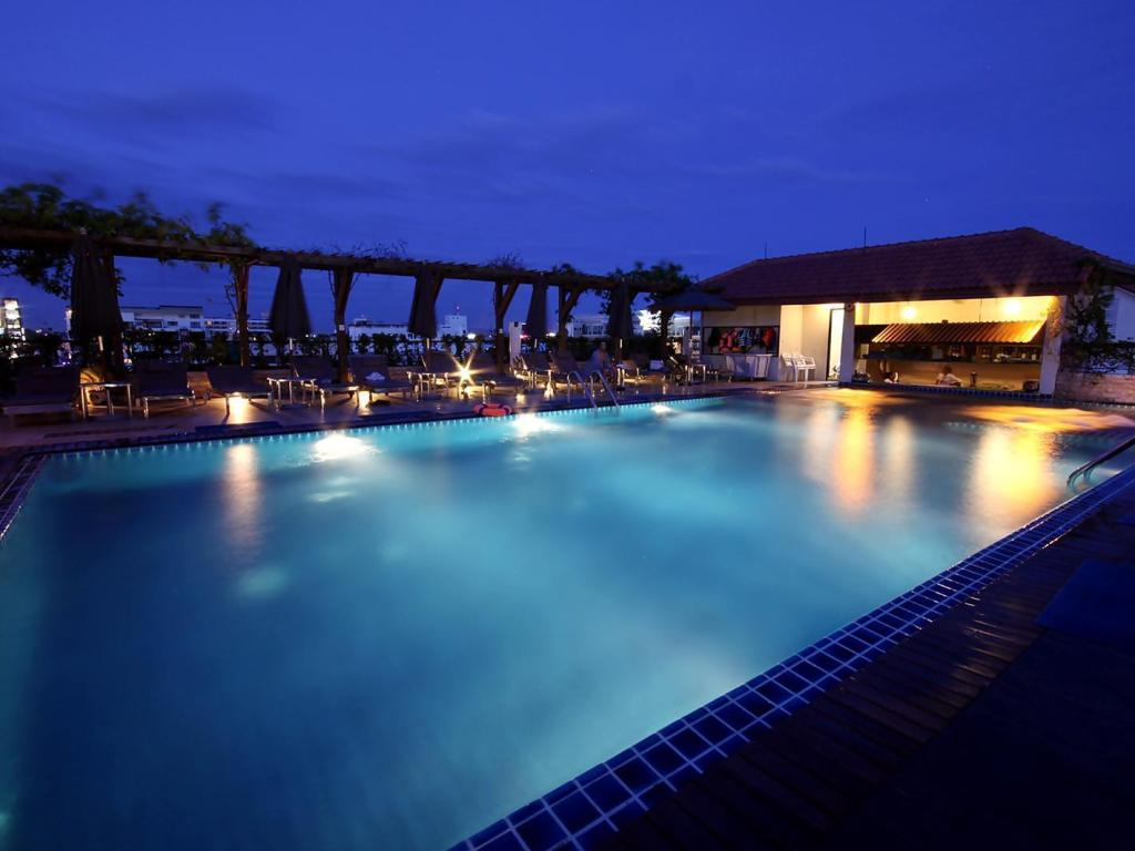 Swimming pool Intimate Hotel