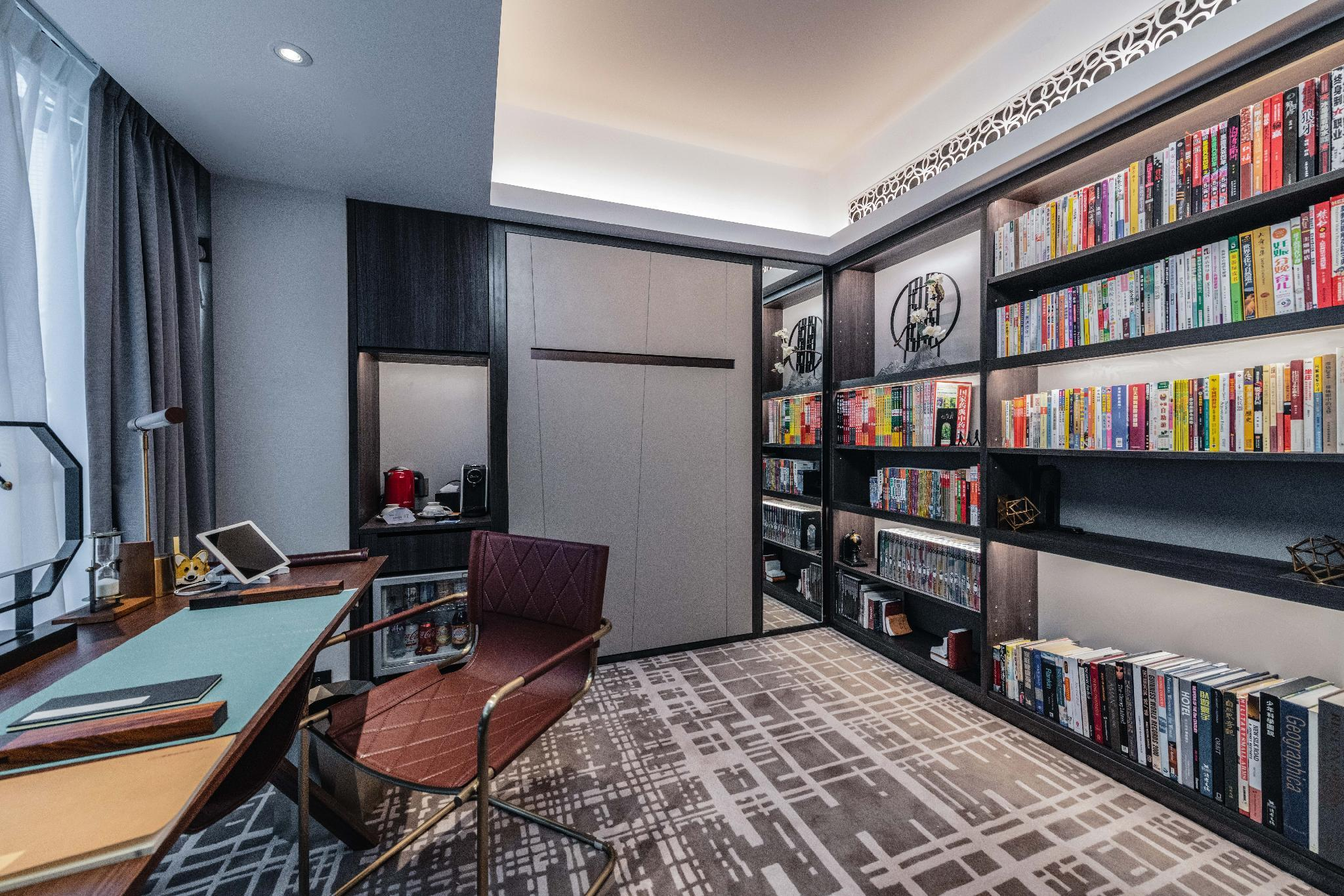 Book-Themed Room