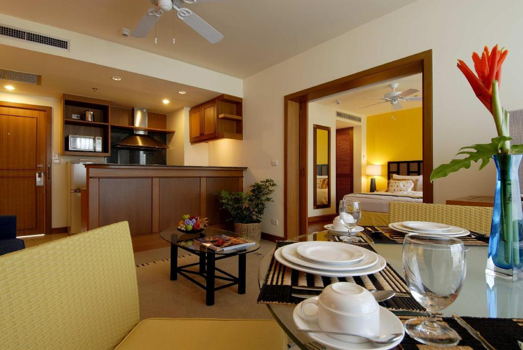 Junior Suite Met Kitchenette - Restaurant Laguna Holiday Club Phuket Resort