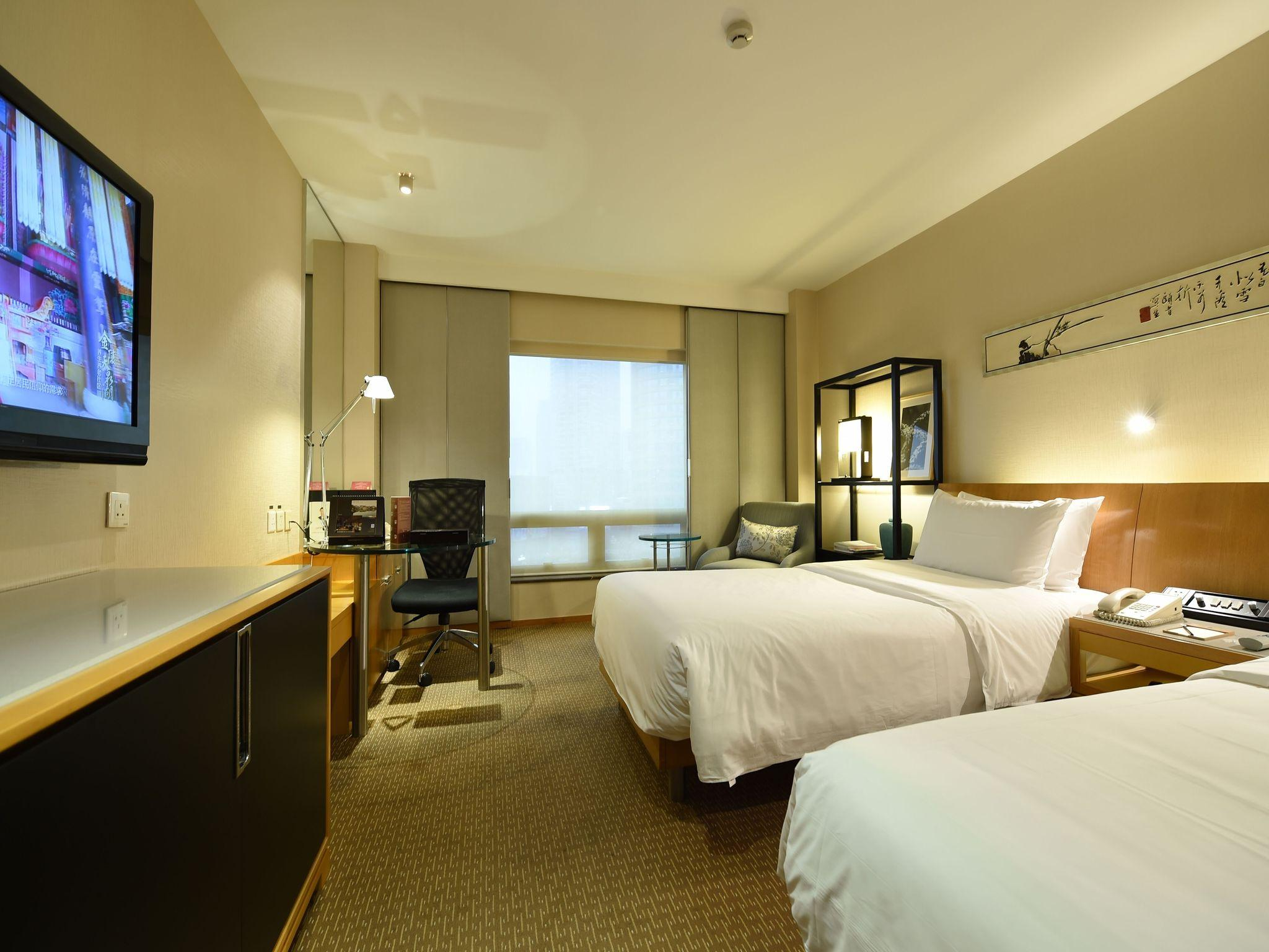 Jinling Tower Deluxe Twin Room