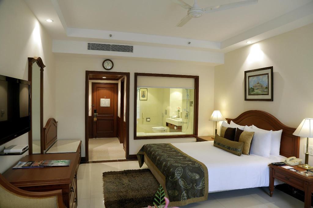 Deluxe Room - Guestroom Jaypee Palace Hotel & International Convention Centre