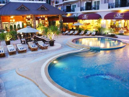 Swimming pool LK Metropole Hotel