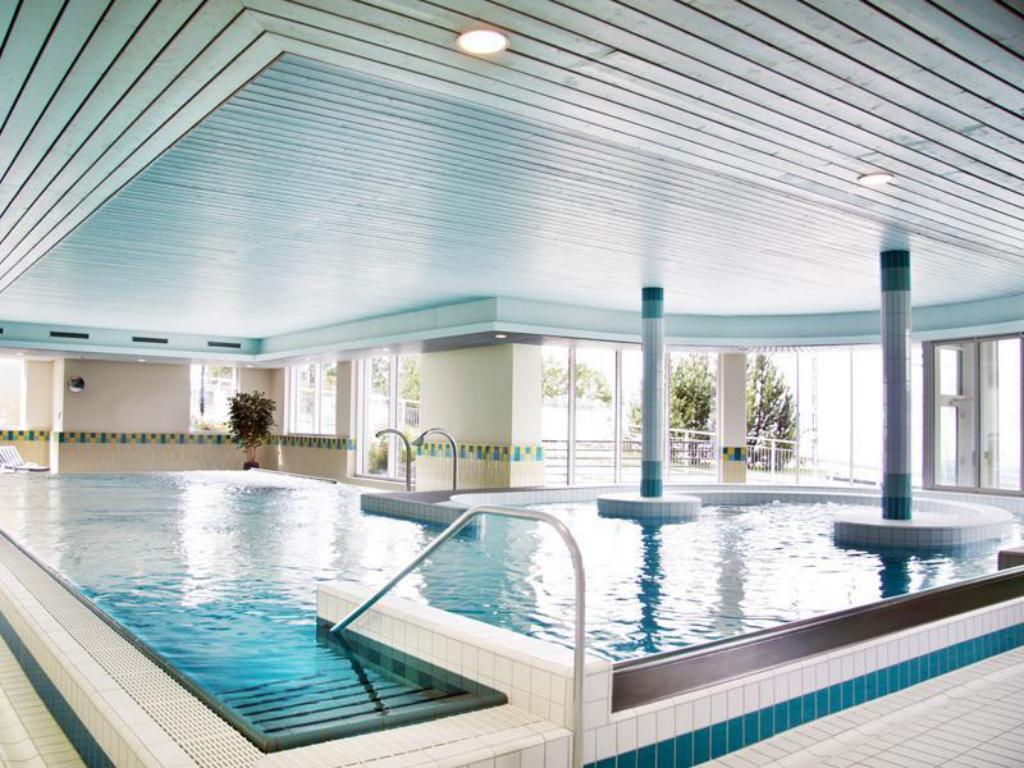 Swimming pool Hotel Victoria-Lauberhorn