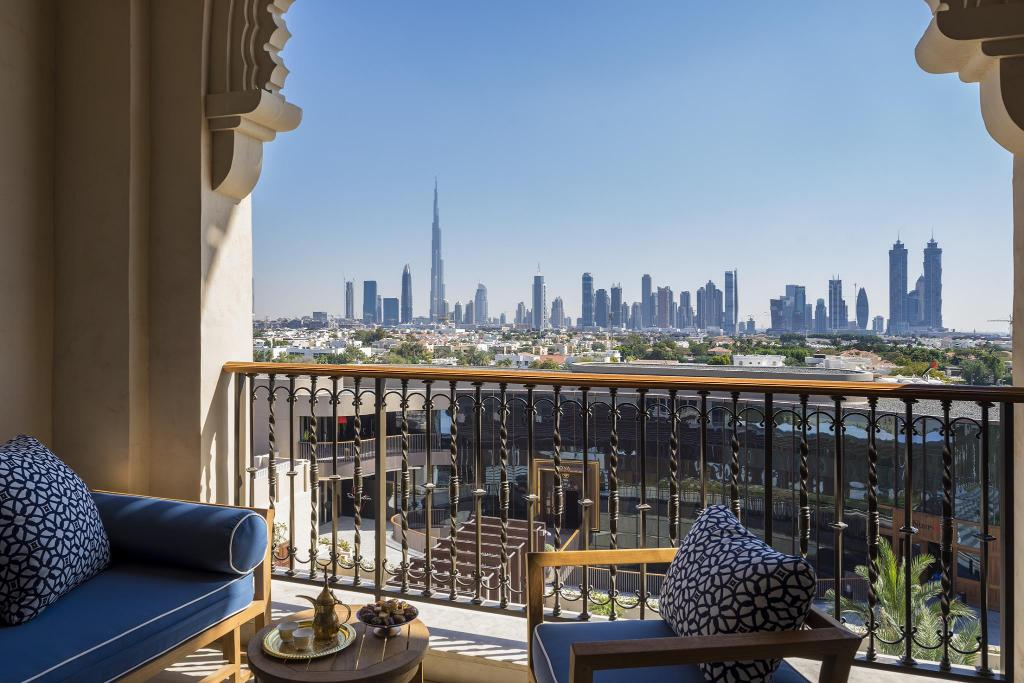 Premier Skyline Room with King Bed - View Four Seasons Resort Dubai at Jumeirah Beach