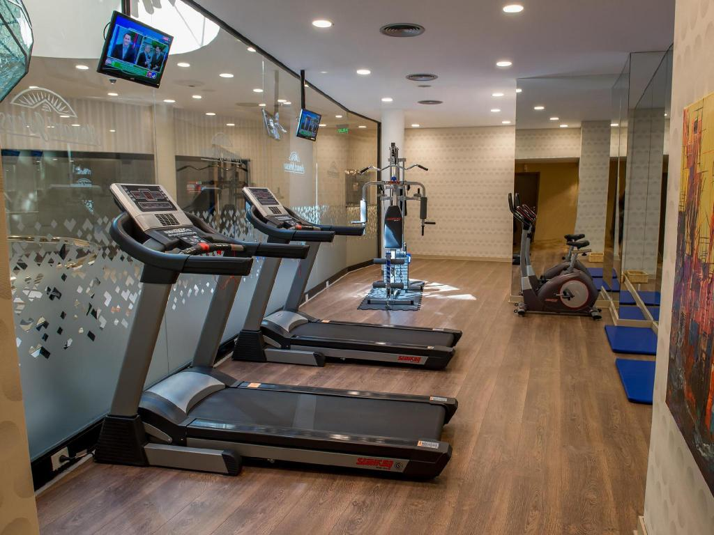 Fitness center Howard Johnson Plaza Florida Hotel
