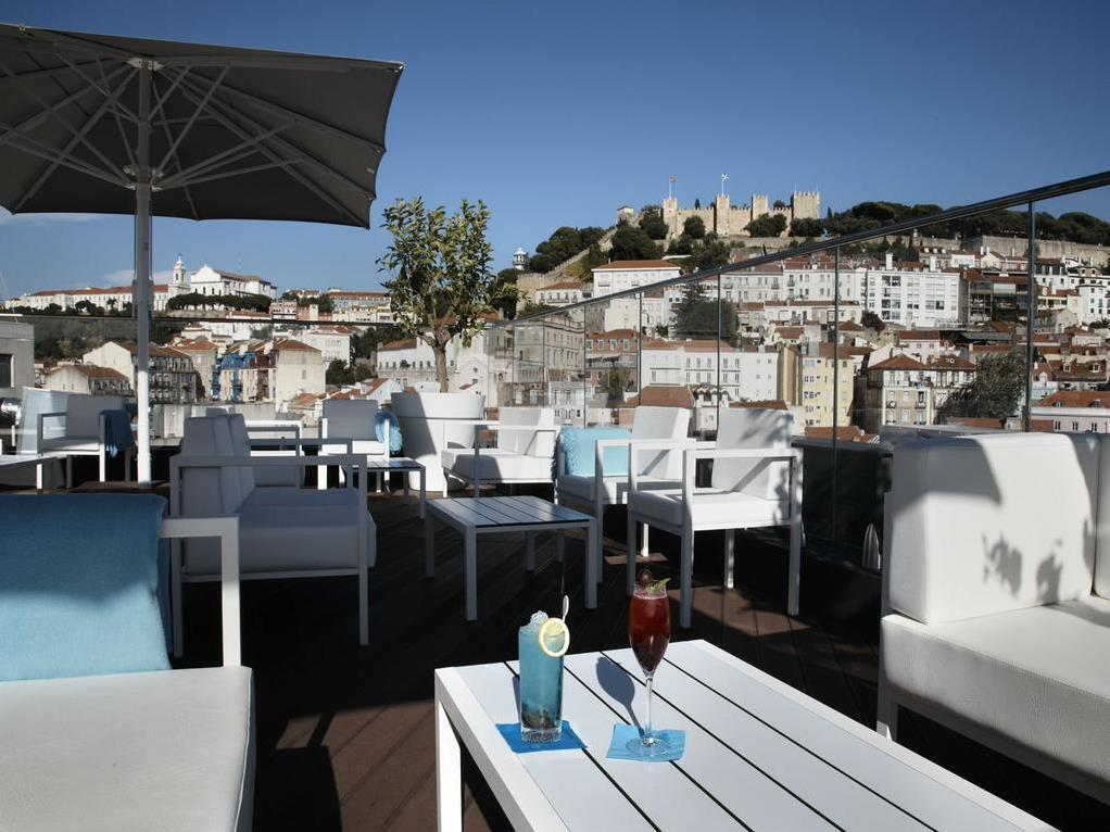 Standard Triple Plus 24H Lisbon Card and 1xDinner Per Stay (excl Drinks) Water and Fruit on arrival