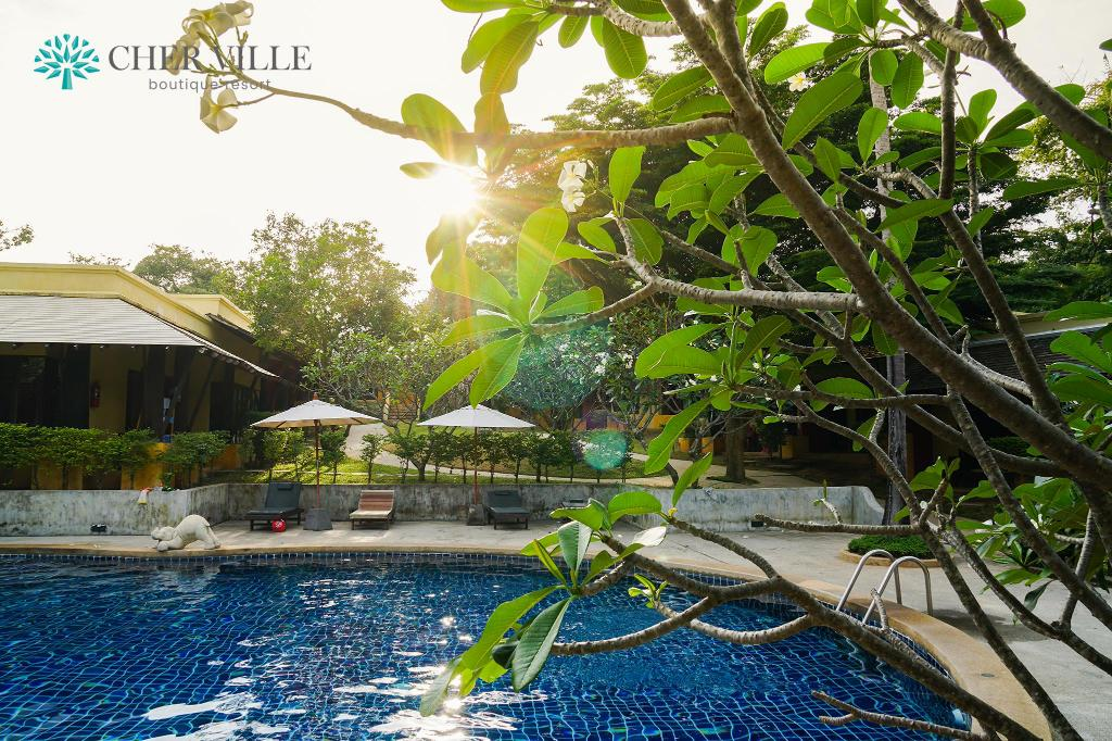 Swimming pool Cher Ville Boutique Resort