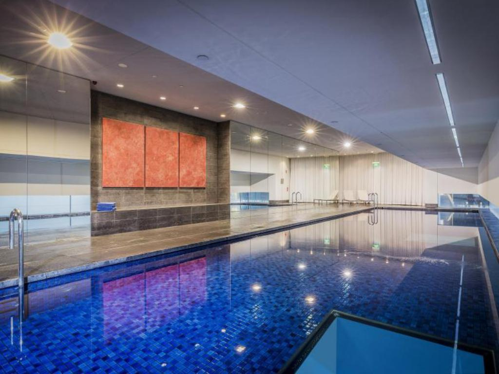 Swimming pool Fraser Suites Sydney