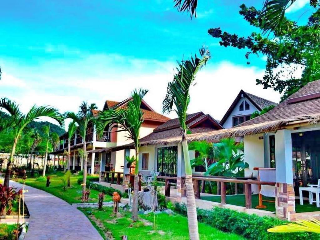 More about Banana Beach Resort