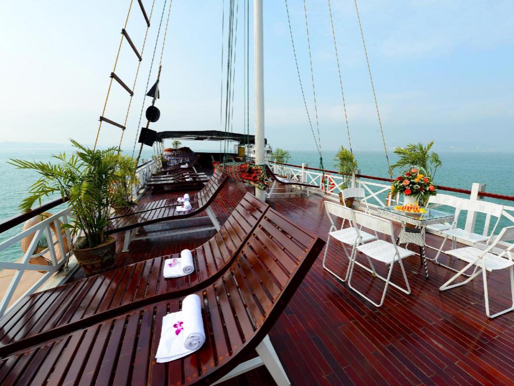 imperial legend cruise halong bay in vietnam room deals. Black Bedroom Furniture Sets. Home Design Ideas