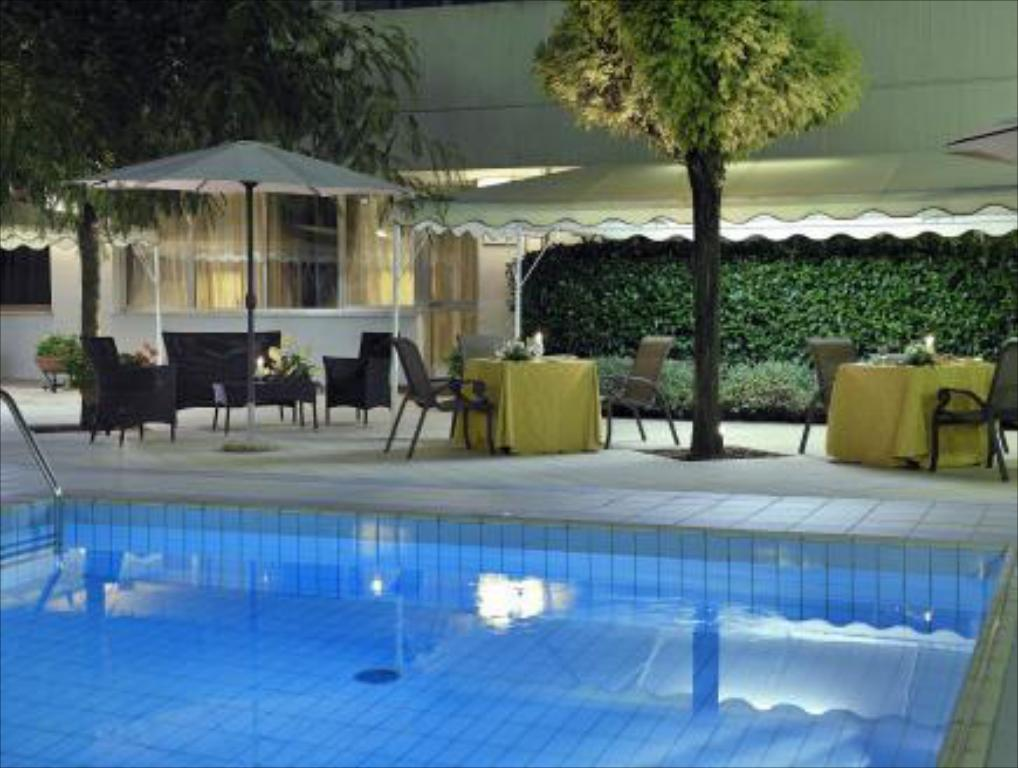 Swimming pool Perugia Plaza Hotel