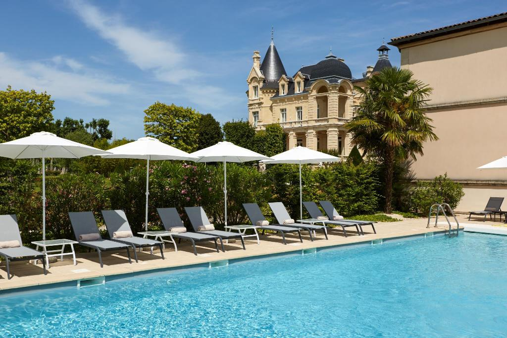 Swimming pool Chateau Hotel Grand Barrail