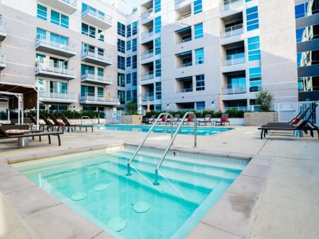 Swimming pool Downtown Fidelio Apartment
