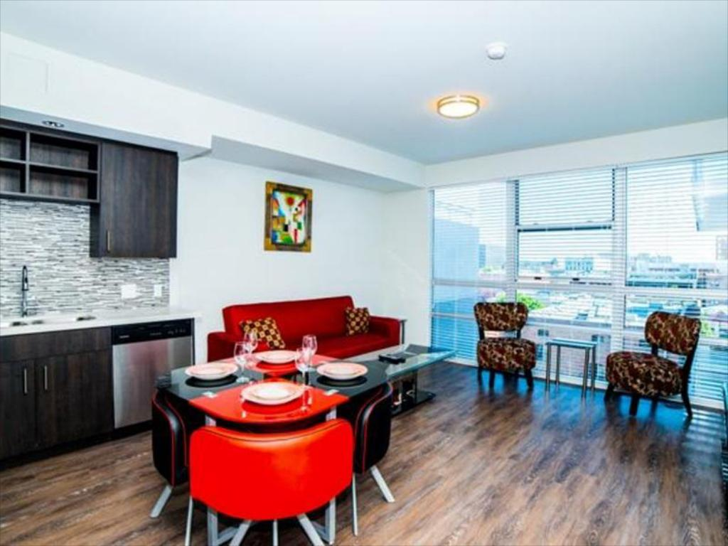 Best Price on Downtown Athena Apartment in Los Angeles (CA) + Reviews