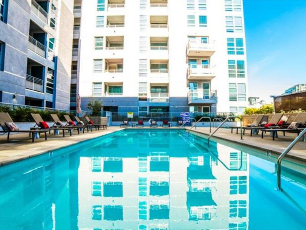Swimming pool Downtown Athena Apartment
