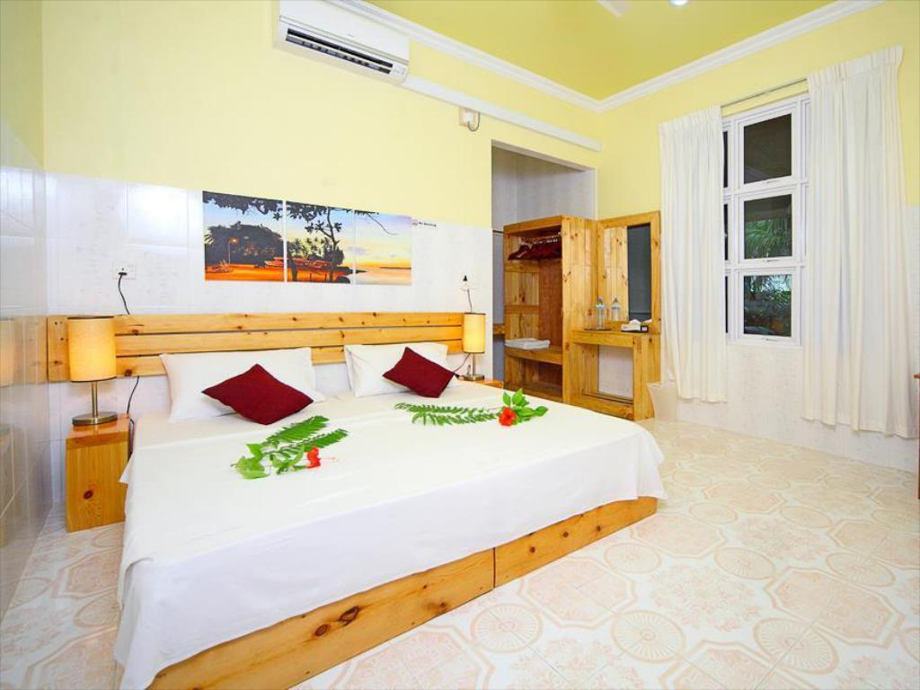 1 Bedroom Standard With Breakfast Local Adventure at Dhiffushi Guest House
