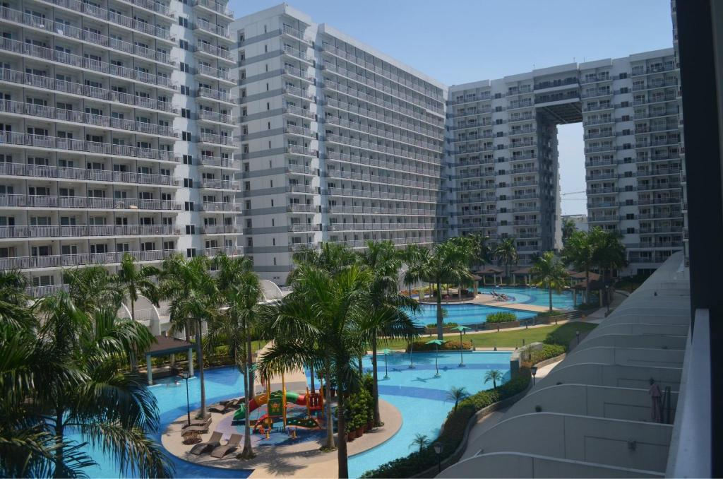 See all 30 photos Pool view w/ balcony @shell residence near SM MOA