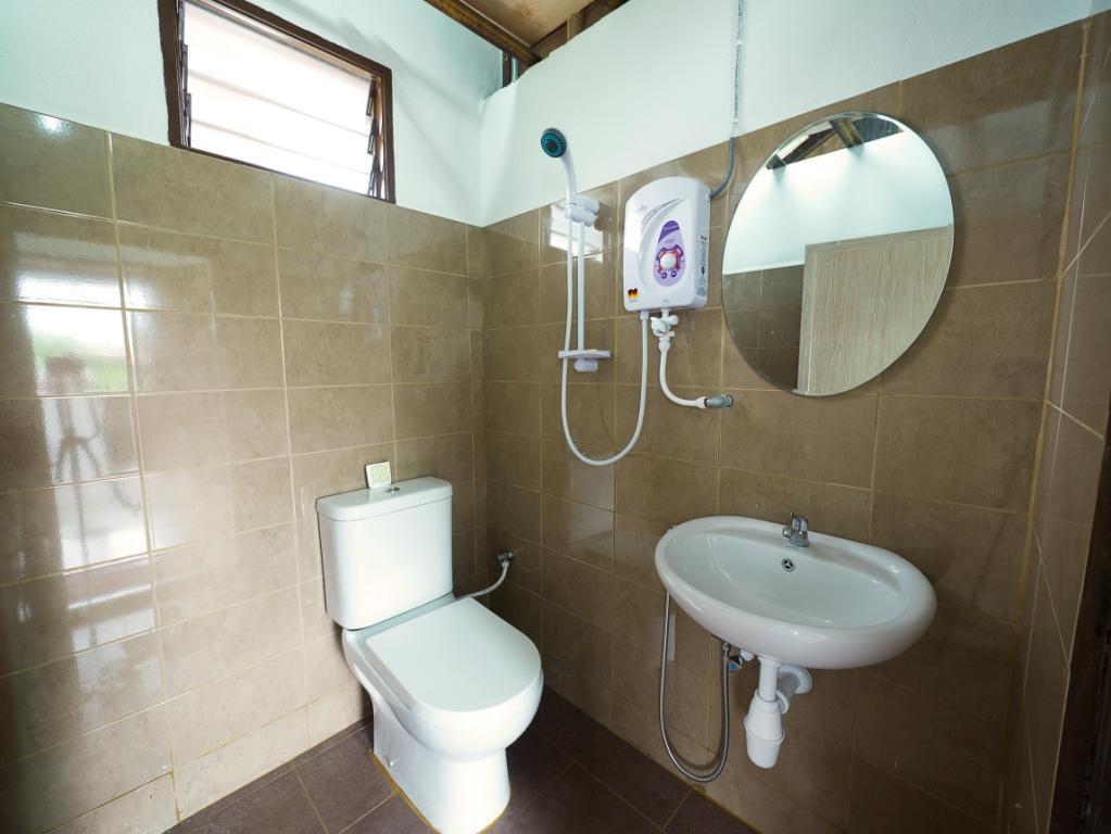 Bathroom Kampung Tok Lembut Vacation Home