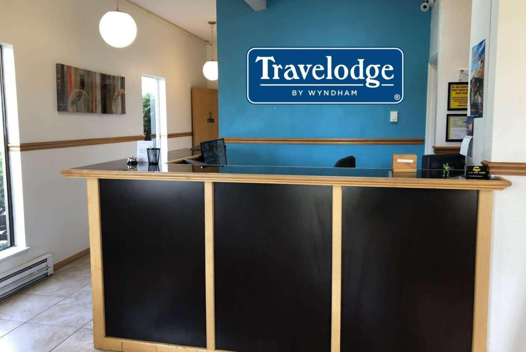 Lobby Travelodge by Wyndham Lincoln City
