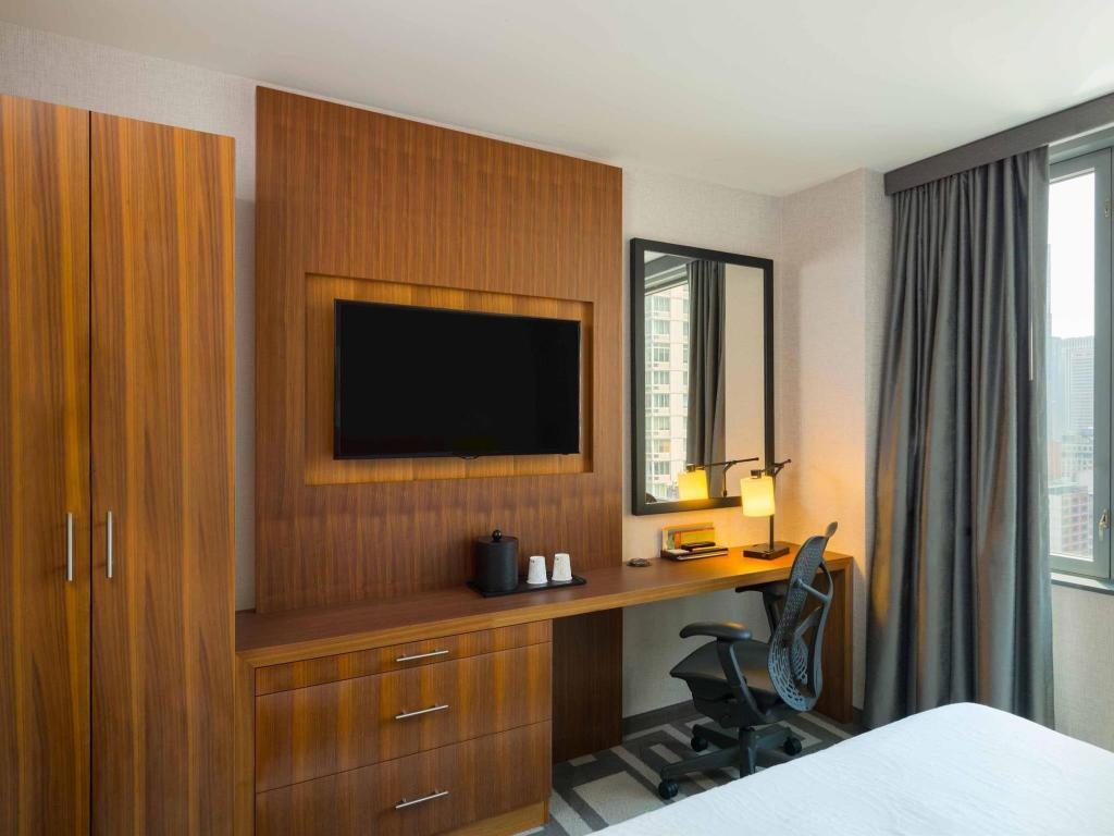 Hilton Garden Inn Central Park South in New York (NY) - Room Deals ...
