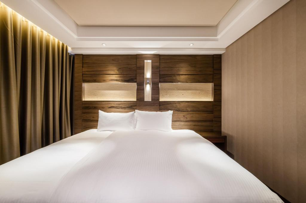 Green World Taipei Station Taiwan Photos Room Rates Promotions