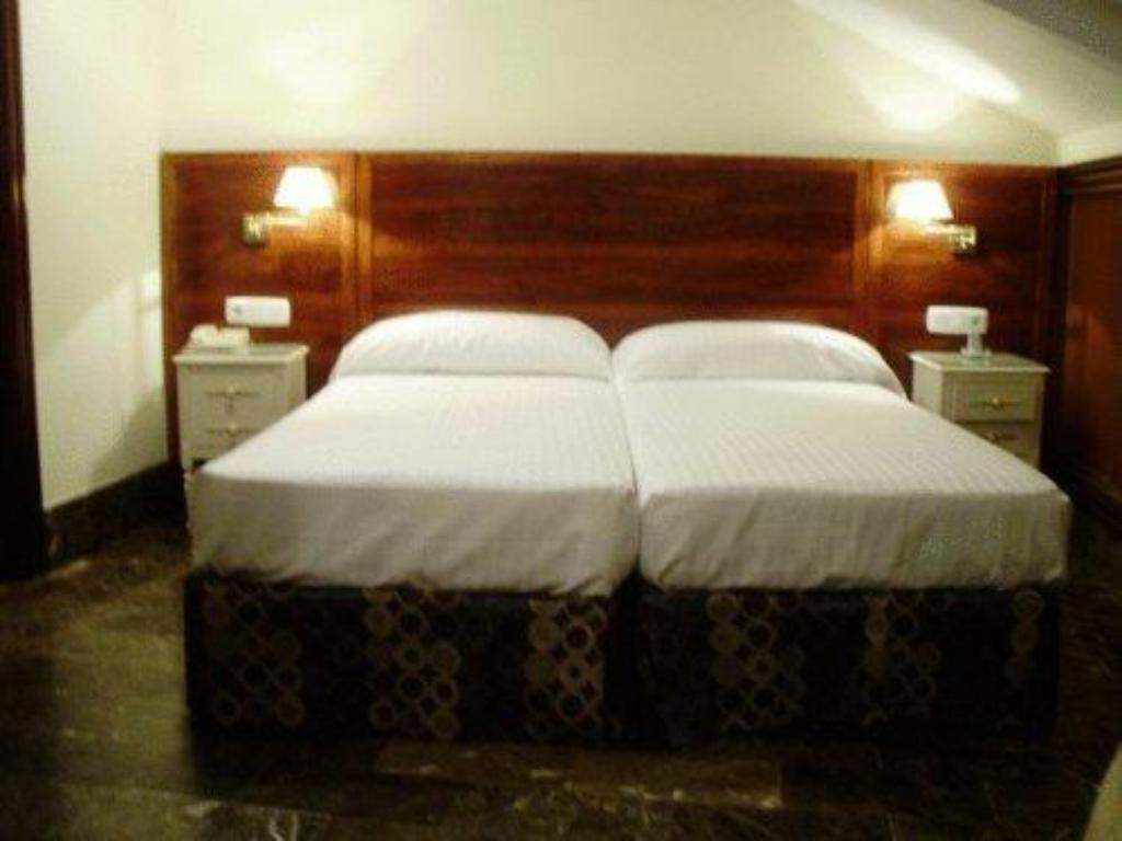 Double or Twin Room - Bed Hotel Catedral