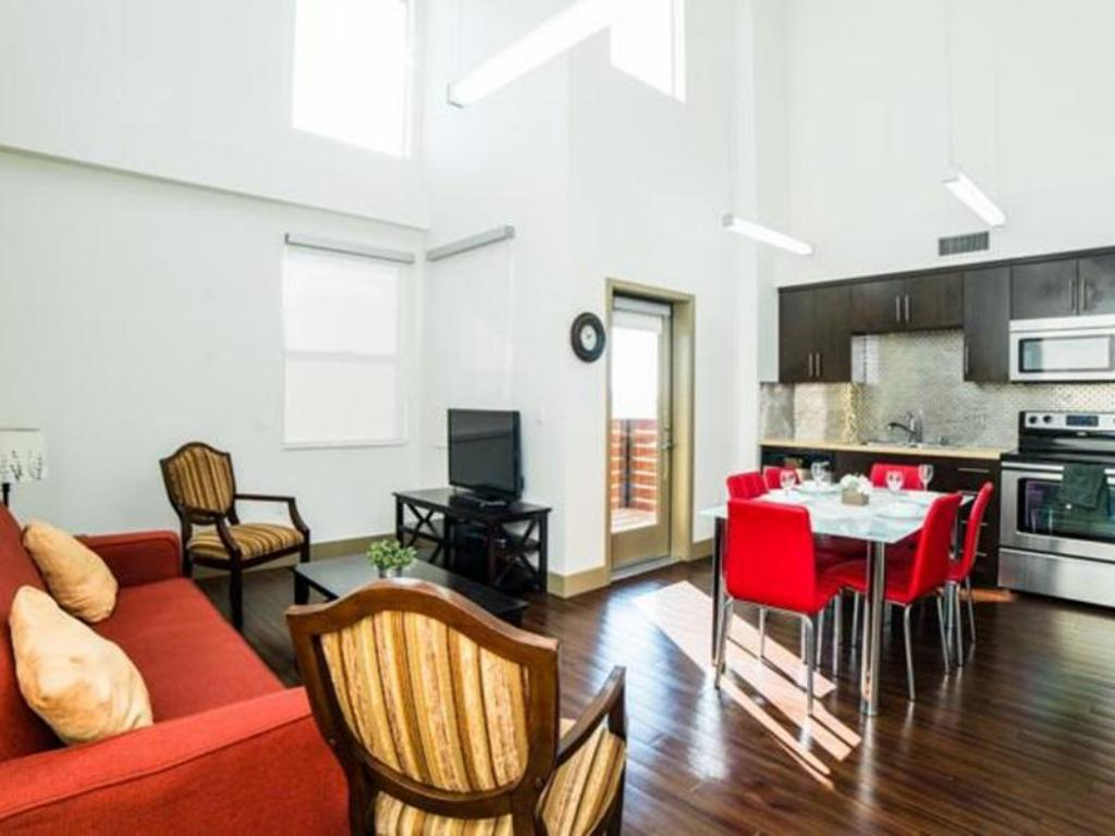 Best Price on Hollywood Al Pacino Apartment in Los Angeles (CA) + ...