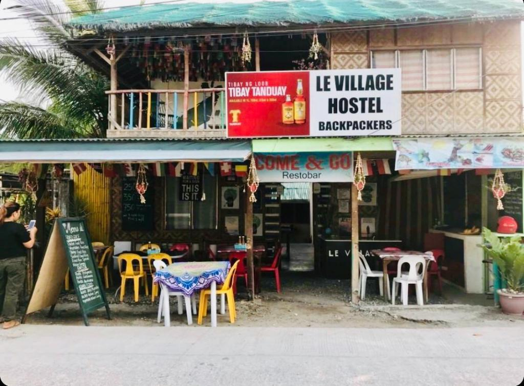 Le Village Guesthouse Hostel and Bar