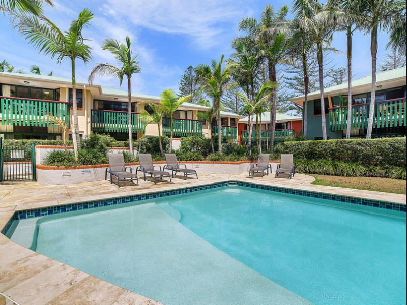 One Bedroom Apartment   Exterior View The Crest Byron Bay Holiday  Accommodation