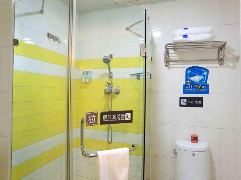 Badezimmer 7 Days Inn Shantou Chenghai 3rd Bridge Branch